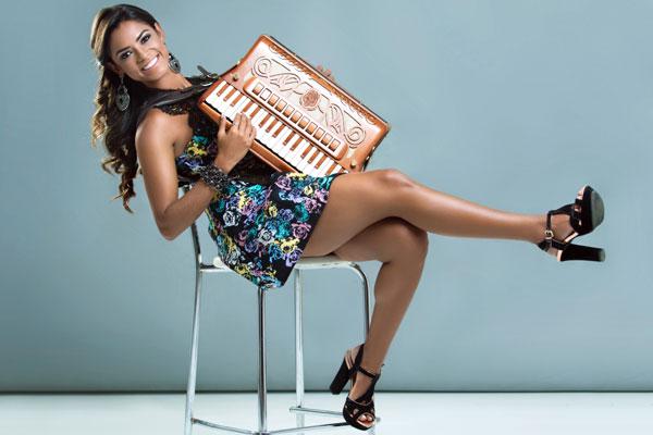 Com CD lançado neste mês pela gravadora Universal, paraibana Lucy Alves prepara turnê, com show em Natal (dia 17, no TAM) e reencontra Khrystal dois anos após o The Voice