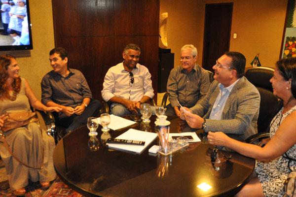 Em reunião com prefeitos, presidente da Assembleia, Ezequiel Ferreira, deu apoio aos gestores