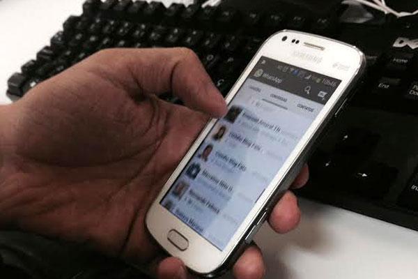 Aplicativo Whatsapp é o mais popular utilizado na troca de mensagens através de telefones