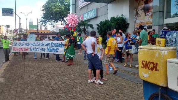 Manifestantes começam a reunir na avenida Hermes da Fonseca, na zona Leste de Natal