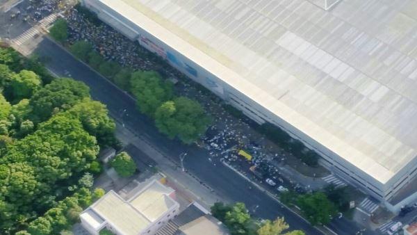 Manifestantes se concentram no entorno do shopping Midway Mall, na avenida Hermes da Fonseca