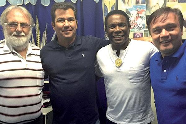 Ruy Gaspar confirmou negociação e postou foto em rede social com diretoria da Beija Flor