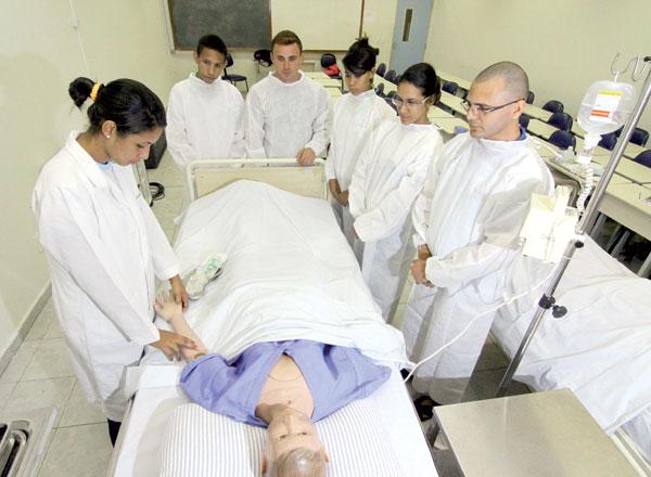 Entre os anos de 2013 e 2014, a Escola de Enfermagem da UFRN teve 2.400 em diferentes cursos técnicos. Atualmente, tem apenas 325