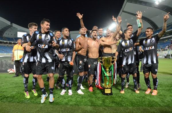 Jogadores do ABC comemoram título da Copa RN