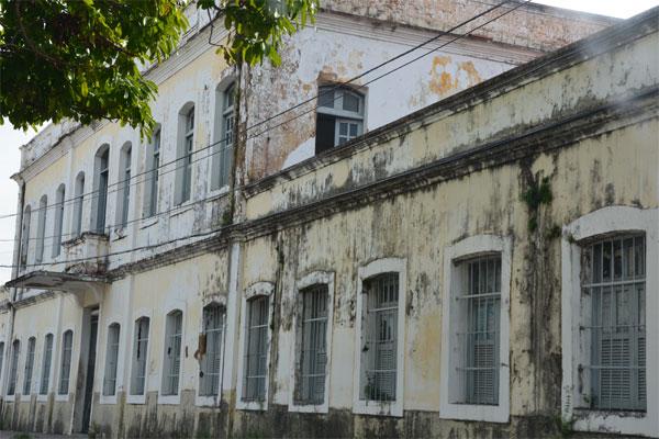 O prédio da Casa do Estudante está deteriorado e deverá passar por reformas