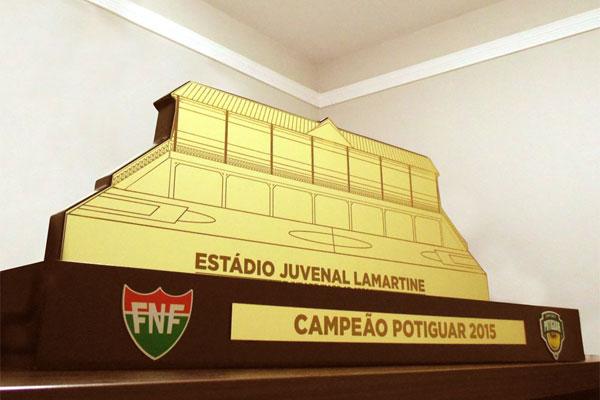 O Troféu do Campeonato Potiguar tem design alusivo ao Estádio Juvenal Lamartine e foi desenhado pela designer Ana Luiza Moura