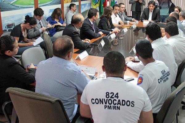 Reunião definiu a anulação dos psicotestes e a criação de uma nova comissão para avaliar recursos dos candidatos