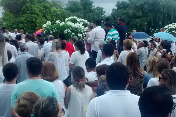 Hino de Nossa Senhora de Santana foi cantado durante o sepultamento de Máximo