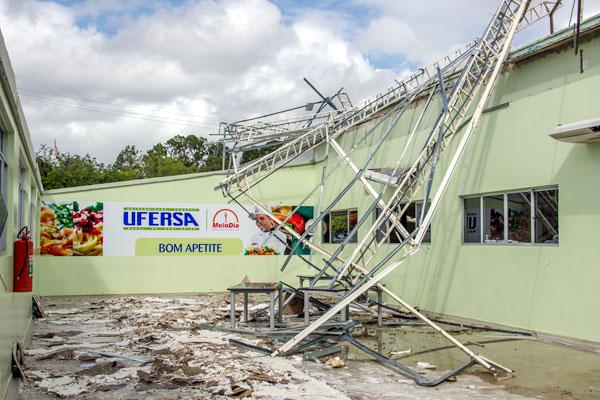 Teto do Restaurante Universitário desabou no último sábado