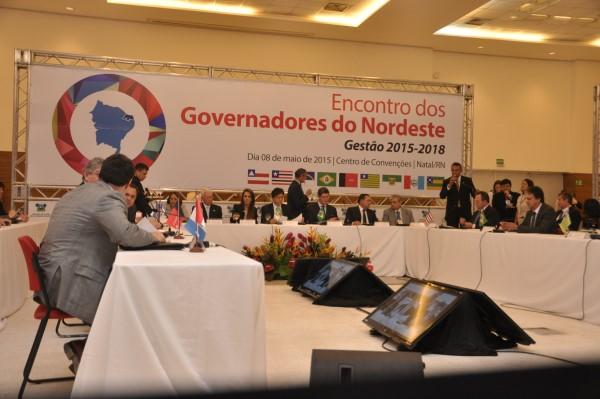 Governadores de nove estados e auxiliares participam do encontro no Centro de Convenções