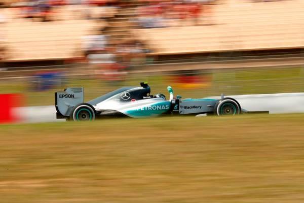 Nico Rosberg venceu o GP da Espanha a diminuiu diferenã em relação a Lewis Hamilton na temporada