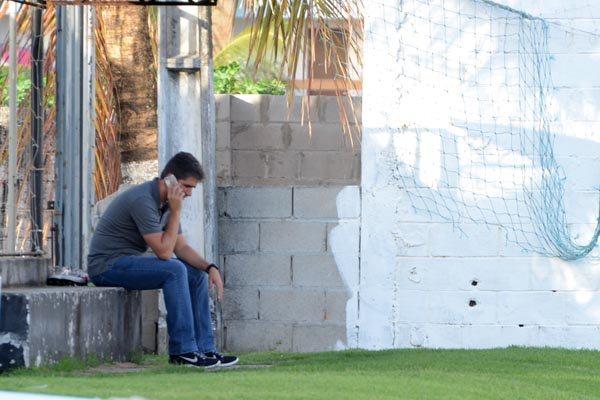 O superintendente de futebol Rodrigo Pastana passou a tarde toda de ontem, no CT Alvinegro, ao telefone, em busca do técnico