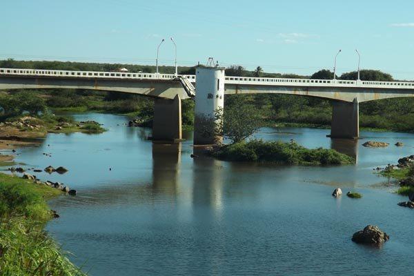 Rio Piranhas-Açu tem 70% de sua vazão destinada à irrigação. Nos próximos 45 dias, novas regras de uso d'água serão definidas