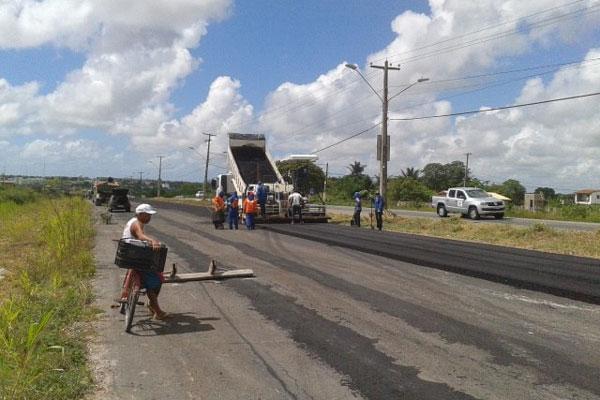 O trecho entre as BRs 406 e 101 terá a pista duplicada, recapeamento do asfalto e conclusão de um viaduto