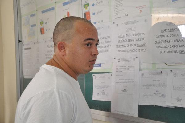 Carlos André dos Santos foi preso em flagrante e autuado por homicídio triplamente qualificado