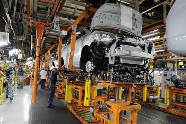 Documento também aponta perspectiva de queda de 2,80% para o setor fabril em 2015 e uma alta de 1,50% no ano que vem