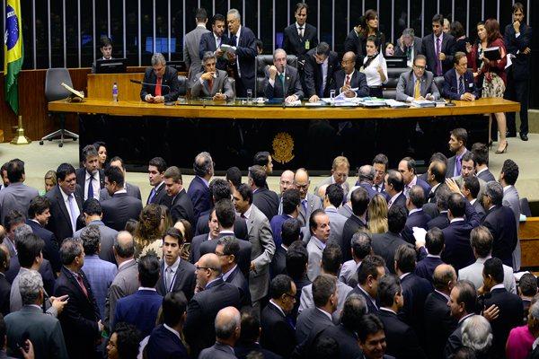 Deputados votam as propostas de modificação na legislação eleitoral e partidária