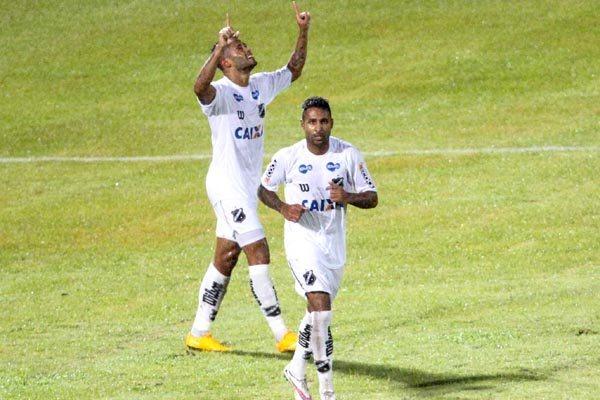 Depois de marcar o primeiro e único gol da partida no estádio do Arruda, Kayke ainda desperdiçou uma excelente oportunidade