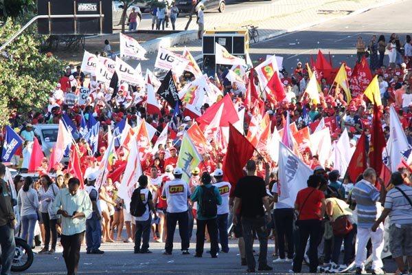Servidores estaduais se juntaram aos federais em protesto