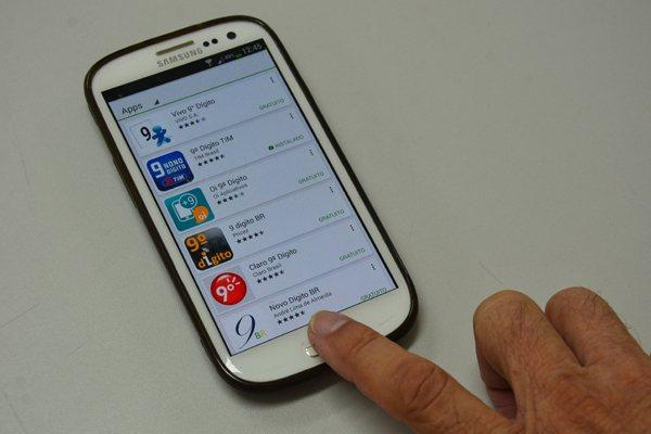 Através da Google Play ou AppStore, aplicativos de operadoras atualizam a agenda do celular