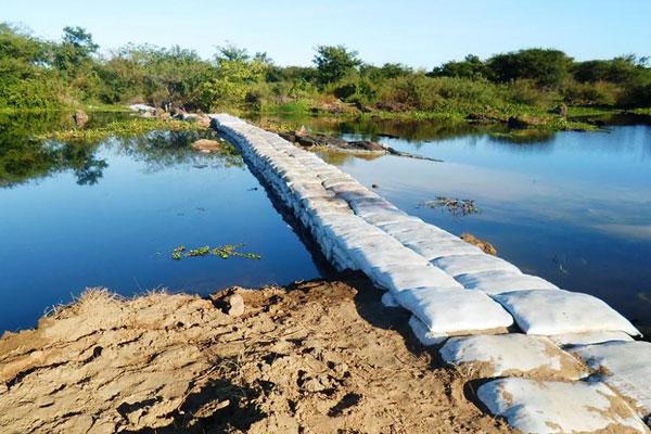 objetivo da obra é garantir um nível mínimo de água para o funcionamento das bombas que fazem a captação de água para o sistema de abastecimento da Caern