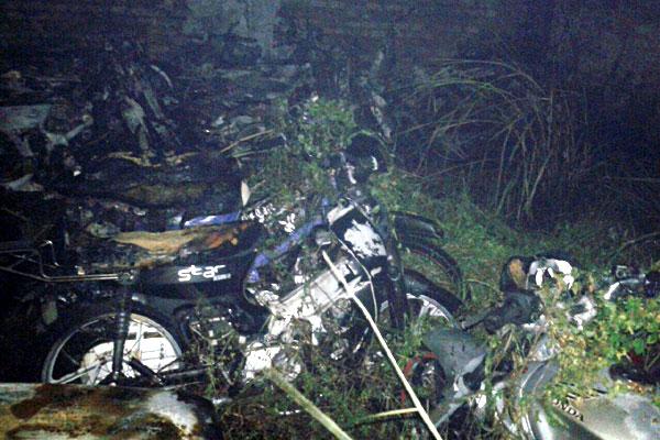 Motocicletas foram destruídas devido às chamas