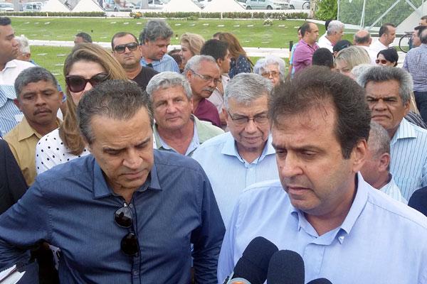Carlos Eduardo, Henrique Alves e Garibaldi Alves acompanharam a chegada do corpo de Agnelo