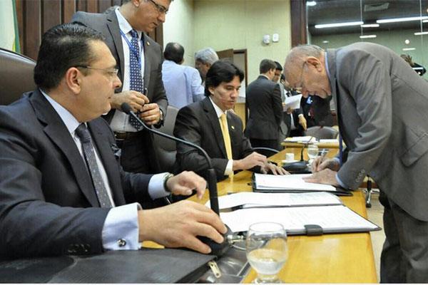 Vivaldo Costa tomou posse nesta quinta-feira, na Assembleia Legislativa