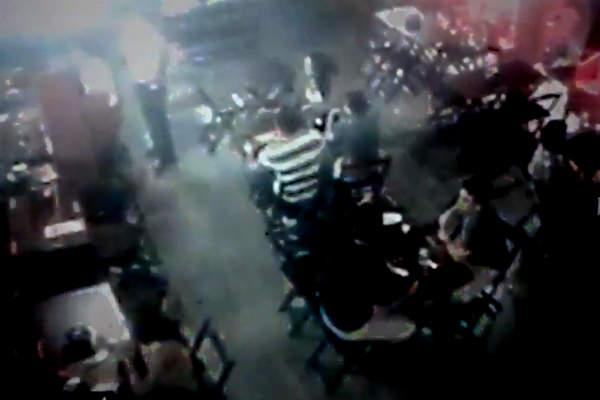 Bar estava com bom público no momento em que foi assaltado