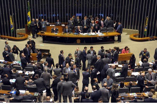 Sessão para votação da PEC da Maioridade: Para aprovação, eram necessários 308 votos favoráveis