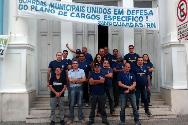 Guardas Municipais fecharam Prefeitura e impediram entrada de todos os funcionários que atuam no Palácio Felipe Camarão