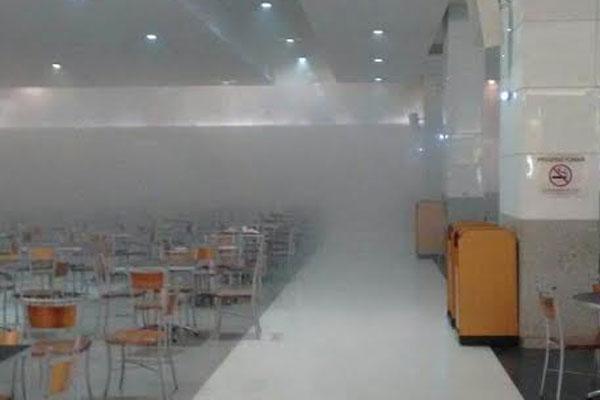 De acordo com informações preliminares, o fogo atingiu a Cafeteria Santa Clara