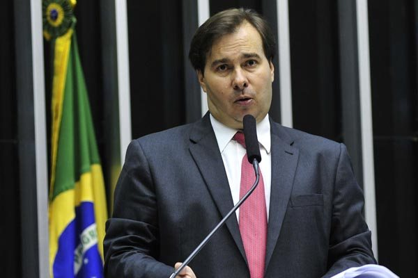 Rodrigo Maia apresentou um substitutivo com as novas regras para limite de gastos