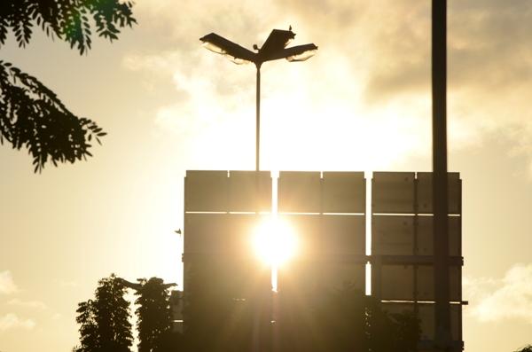 A instalação de sistemas fotovoltaicos, para a geração de energia através dos raios solares, tem apresentado crescimento