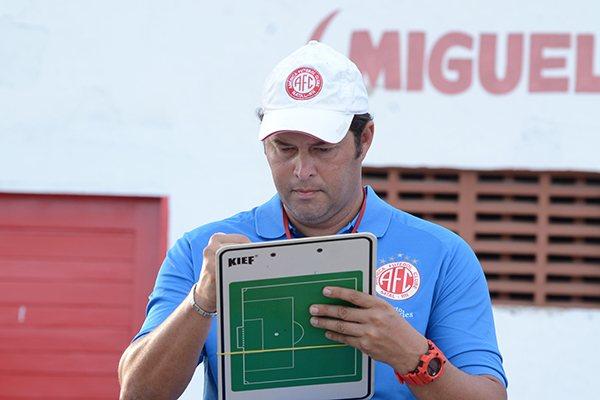 O time de Roberto Fernandes não depende somente de si para conquistar a classificação