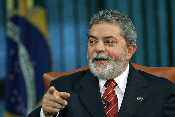 De acordo com o presidente do PT, Lula pode ser candidato ao Planalto em 2016
