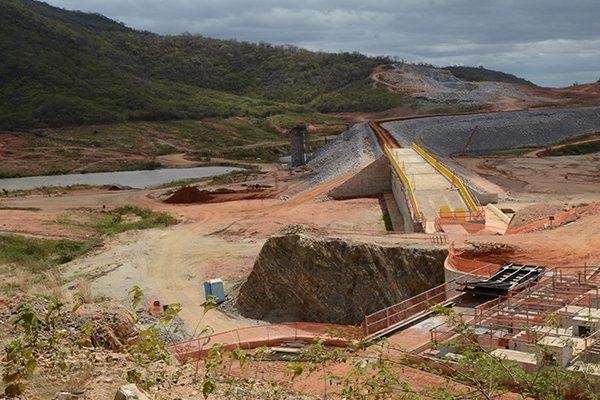 No distrito paraibano de Boa Vista, distante 50 km de Cajazeiras, está instalado o canteiro de obras dos lotes 6 e 7 da transposição, que inclui a barragem Caiçara