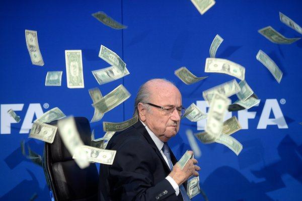 Blatter cancelou a coletiva que daria nesta sexta-feira e a Fifa anunciou a mudança