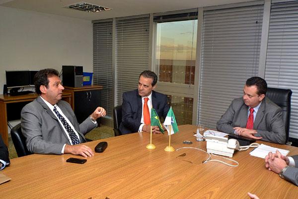Henrique e Carlos Eduardo conversam com o ministro Kassab sobre saneamento da Zona Norte