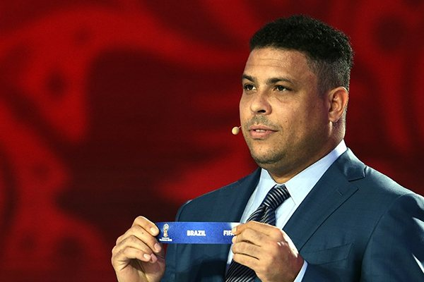 Ex-jogador Ronaldo participa do sorteio da Fifa realizado sábado na Rússia
