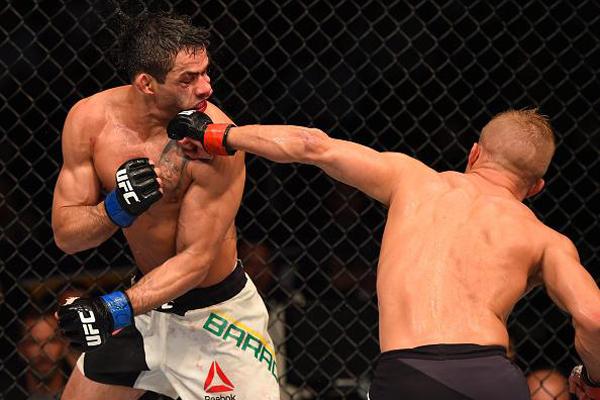 Dillashaw foi superior durante toda a luta e segue como campeão dos pesos galos do UFC; Barão chega a sua terceira derrota na carreira
