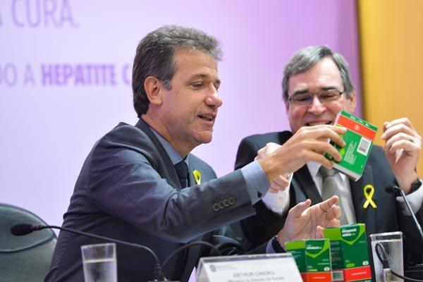 """O ministro da Saúde, Arthur Chioro, detalhou o novo tratamento: """"É uma revolução"""", afirmou"""