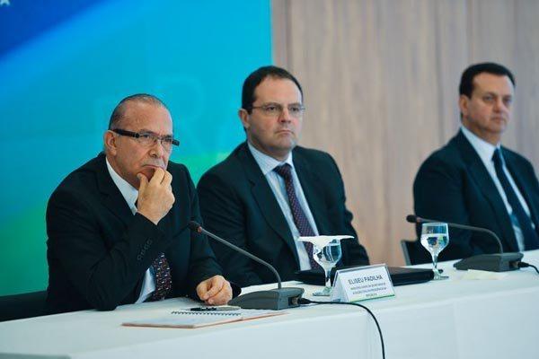 Eliseu Padilha e Nelson Barbosa dão entrevistas sobre contas do governo da presidente Dilma