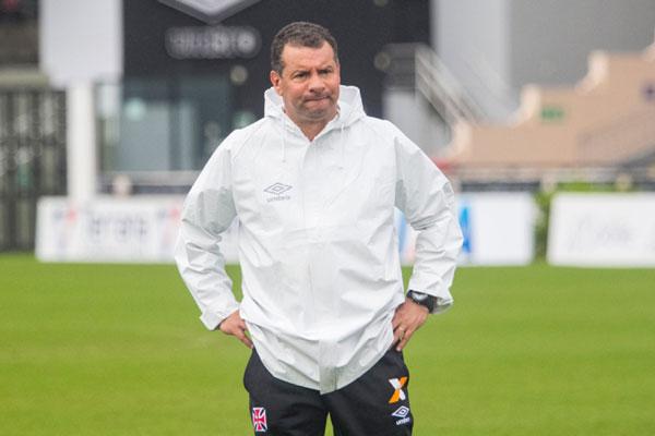 O técnico do Vasco, Celso Roth, fez várias alterações no time