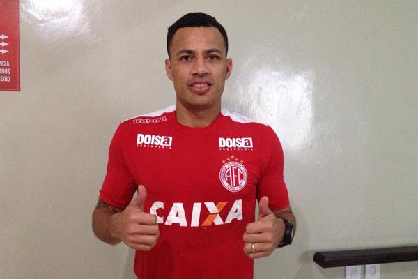 O volante Léo Gago, de 32 anos, disputará a Série C pelo alvirrubro