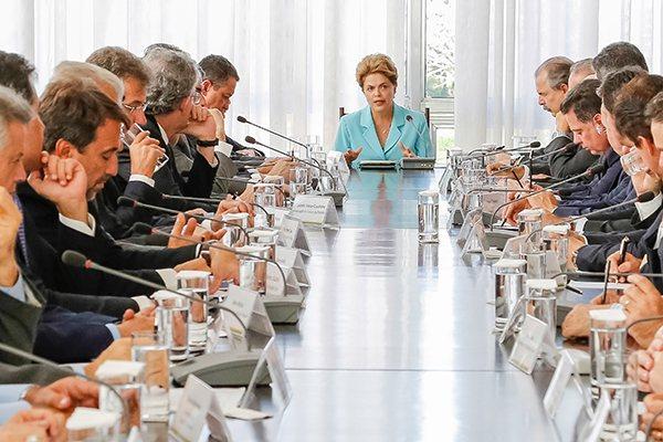 Dilma abre reunião apresentando balanço sobre conjuntura em que reconhece momento difícil