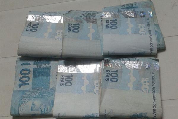 Polícia recuperou parte do dinheiro roubado pelo pedreiro