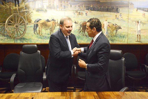 Ministro Armando Monteiro (esq.) garantiu apoio ao projeto do Ministro Henrique Eduardo Alves
