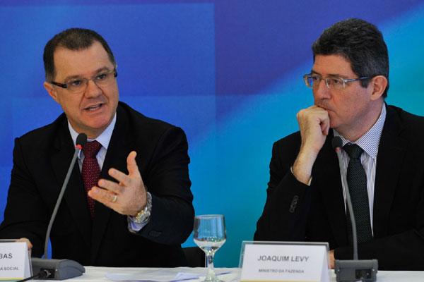 O ministro da Previdência, Carlos Gabas, e o da Fazenda, Joaquim Levy, divergiram sobre o tema