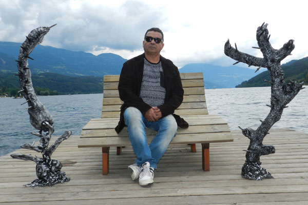 Há oito anos o artista plástico potiguar vive uma intensa movimentação entre Natal e Áustria, com suas esculturas que mostram a natureza ameaçada